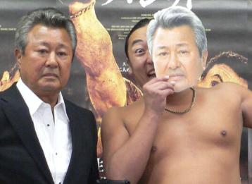 ロバート秋山の父は俳優?梅宮辰夫と共演した映画のタイトルは?