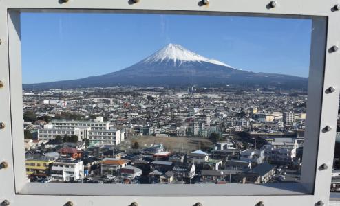 富士市の横領男性事務職員(32歳)は誰で名前特定?Facebook顔写真|生活保護費着服