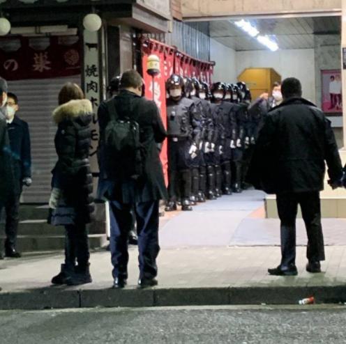 桜井 野 の 花 警察 桜井野の花の店(かのん)に警察機動隊で逮捕!YouTube動画で謝罪。従業...